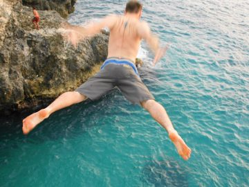 tours-ricks-cafe-cliff-jump